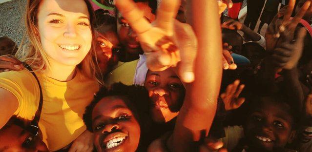 Jornada de Yoga Solidario con la infancia de Angola